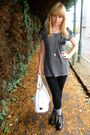 Gray-t-shirt-black-pants-black-shoes-gray-socks-white-bag