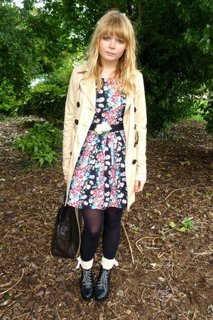 beige trench coat H&M coat - floral Dahlia dress