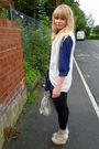 Blue-random-brand-shirt-mums-vest-black-next-leggings-beige-dads-socks-l