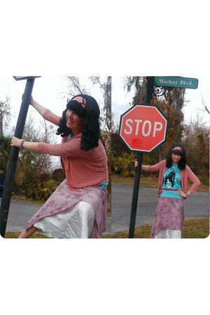 coral scarf - ivory intimate - coral skirt - aquamarine ThinkGeek t-shirt