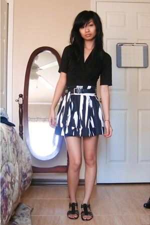 top - belt - f21 skirt - Nine West shoes