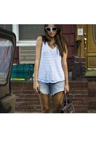 American Eagle t-shirt - vintage jeans - Top Shop necklace - Freeway sunglasses