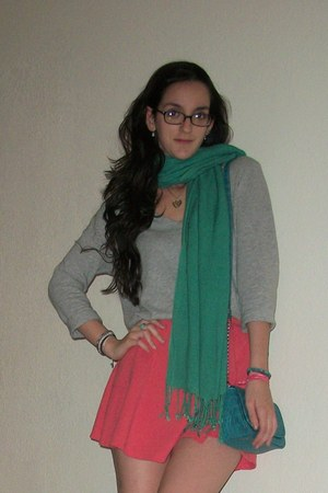 green scarf - turquoise blue purse - pink skirt - yellow heart necklace