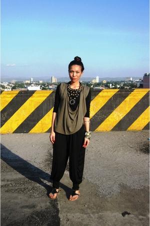 gray vintage top - black estrellas manila pants - Cosmopolitan necklace - gray -