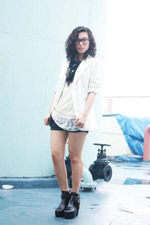 beige vintage blazer - beige vintage top - black shorts - black Soule Phenomenon