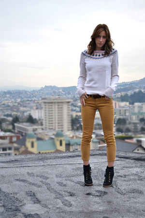 ivory Lucky Brand sweater - black seychelles boots - mustard cropped BDG jeans