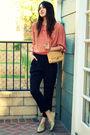 Pink-vintage-top-black-vintage-pants-beige-vintage-shoes-beige-vintage-pur