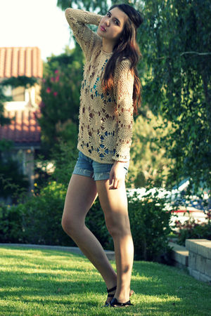 beige vintage top - blue citizens of humanity shorts - black Nine West shoes - b