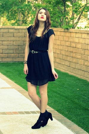 black vintage dress - black Steve Madden shoes - black vintage belt - brown Mala