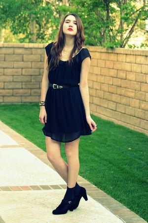 black vintage dress - black Steve Madden shoes - black vintage belt - brown Mala