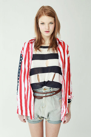 cut out Hug sweater - stars  stripes Story shirt - drop crotch Tree shorts