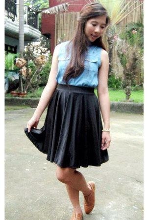 tawny leather shoes - black skirt - sky blue denim top
