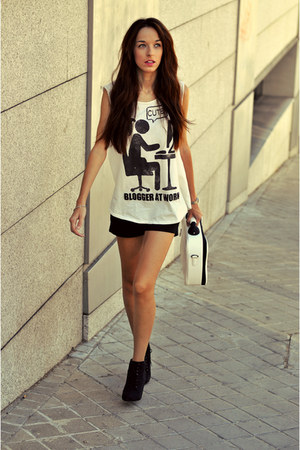 white Lefties shirt - black pull&bear boots - black Stradivarius shorts