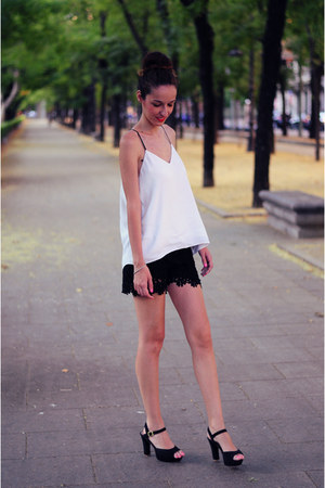black crochet shorts Choies shorts - white Choies shirt