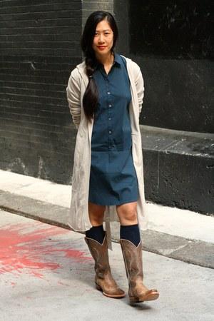 tan cowboy Ariat boots - navy Theory dress - navy GogoSocks socks