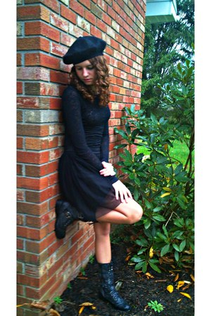 black wool hat - black burnout shirt - black Forever 21 skirt