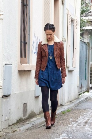 brown leather koah boots - blue cotton Ekyog dress