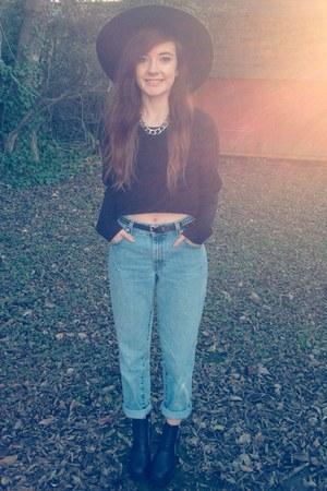 black chunky zip H&M boots - sky blue boyfriend fit Levis jeans