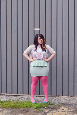 periwinkle cat face The Mountain t-shirt - bubble gum Target tights
