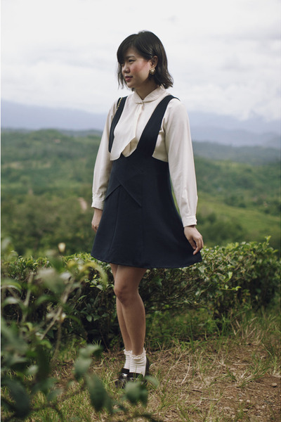navy pinafore vintage skirt - ivory vintage blouse