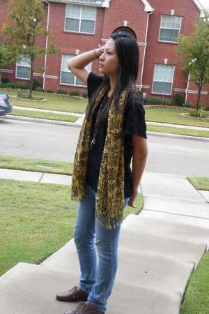 shirt - scarf - jeans - vintagy necklace