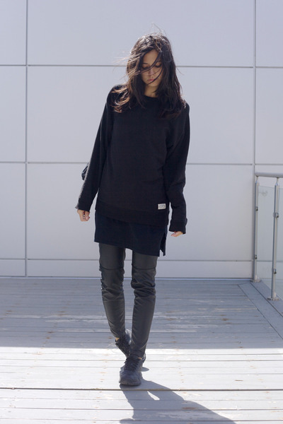 black runners Reebok shoes - black pyjamas Ralph Lauren dress