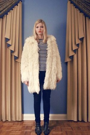 ivory vintage jacket - blue Target shirt - navy Levis jeans - black Jeffrey Camp