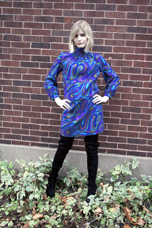 blue vintage dress - black suede boots