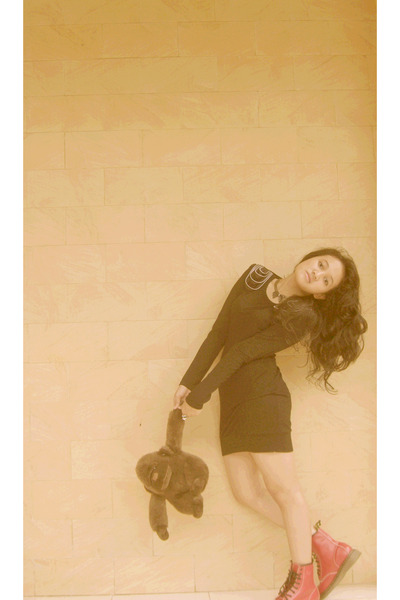 black CP dress - gold somewhere cheap accessories - silver Mangdu accessories -