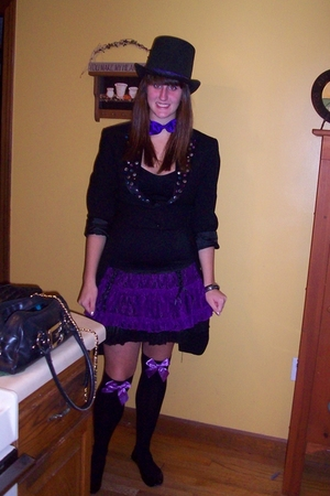 Ebay jacket - Hot Topic skirt - Hot Topic stockings - DIY tie - iParty hat