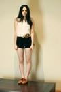 Bronze-nylon-shoes-white-neuw-shirt-black-ralph-lauren-shorts-camel-peter-