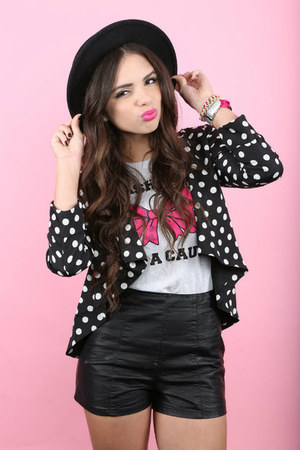 silver fashion for a cause shirt - black Forever 21 hat