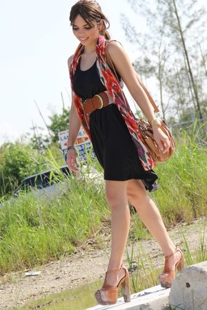 black H&M dress - burnt orange Forever 21 scarf - tawny Mimi Boutique bag - tawn