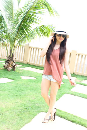 cotton on hat - Wet Seal shorts - Ray Ban sunglasses - Havaianas sandals
