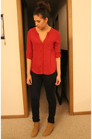 red Len top - camel Forever 21 boots - blue PacSun jeans