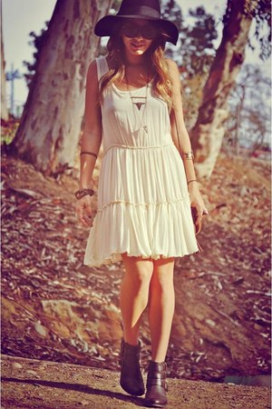 Guess boots - brandy melville dress - foreign exchange hat - Aldo bag