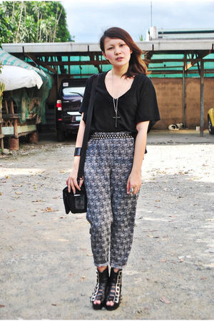 Love Vintage Manila pants - black Hoola shirt - black Soule Phenomenon shoes