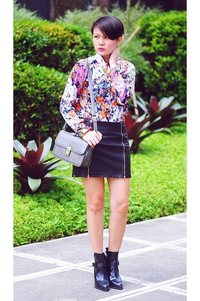 bubble gum floral Sheinside top - black buckled Zara boots