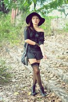 black Gold Dot boots - black frou frou - black striped shorts Hauterfly