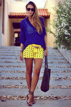studded 2CHANCE shorts - wayfarer ray-ban sunglasses - studded Schutz sandals