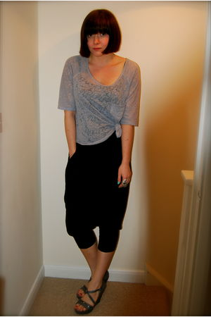 gray BDG urban outfitters top - black McQ by Alexander McQueen pants - gray Doro