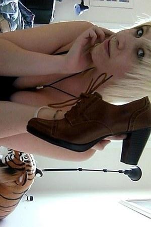 brown Bass heels