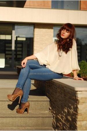 blue Zara jeans