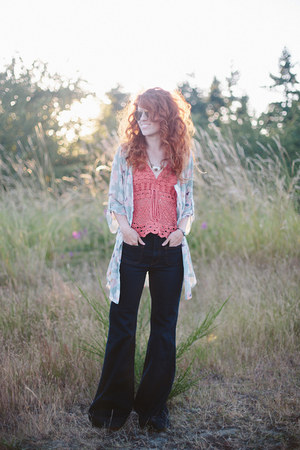 coral Wolf mama Vintage top - Ruche top - modcloth jeans - modcloth wedges