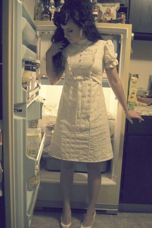 beige vintage shoes - white Ebay dress
