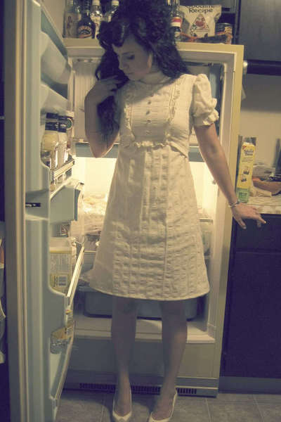 beige vintage shoes - white Ebay dress