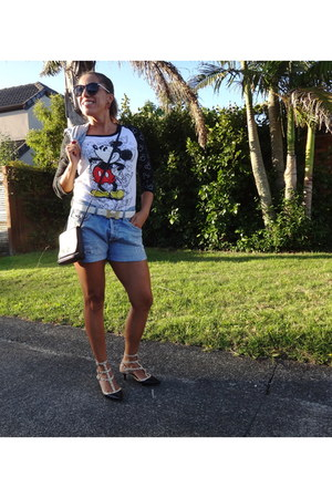 Firenze bag - Guess shorts - Forever21 sunglasses - Disney t-shirt