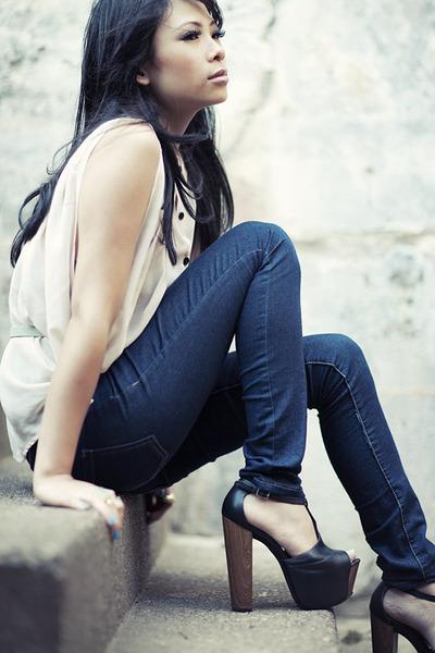 black dany platform Jessica Simpson heels - navy skinny Forever 21 jeans