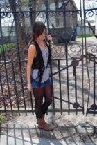 pitaya vest - forever 21 t-shirt - Levis shorts - Target boots