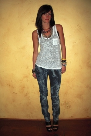 forever 21 shirt - Target jeans - forever 21 necklace - Qupid shoes